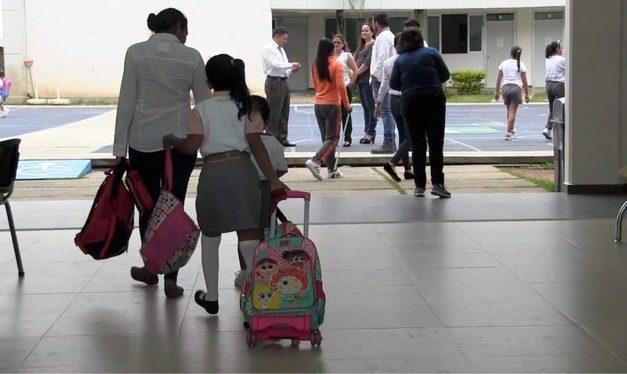 Docentes y organizaciones exigen un regreso seguro a clases presenciales
