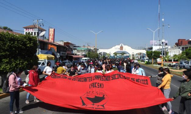 Marchan normalistas de Amilcingo en Cuautla a 34 años de represión