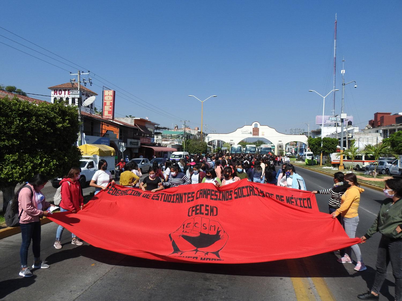 Inicio marcha normalistas de Amilcingo en Cuautla Morelos